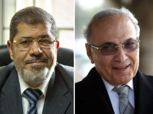 Mohammed Morsi (l) and Ahmad Shafik (r)